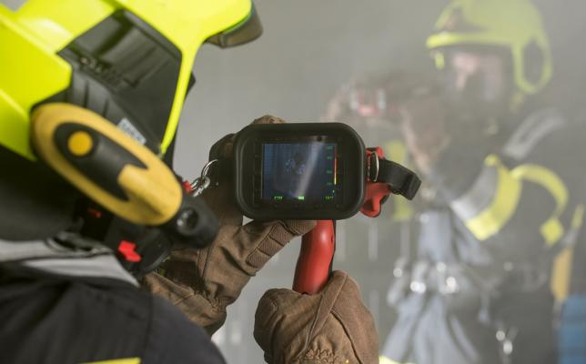 Thermal_imaging_camera-LEADER_TIC3.1_with_firefighters_in_operation.jpg