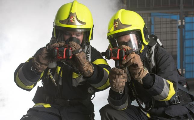 Thermal_imaging_camera-LEADER_TIC4.1_with_firefighters_in_operation.jpg